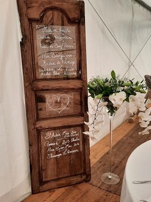 Location porte en bois et vase martini mariage 2021