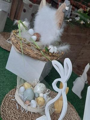 Poule de paques dans son nid