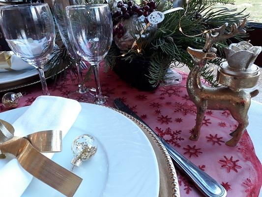 Table a l atelier des saveurs rouge et dore