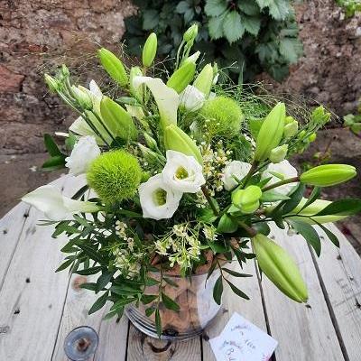 Vases cylindriques a la location et fleuri
