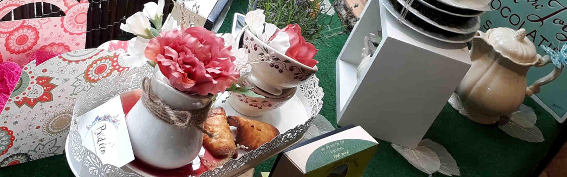 Vitrine printanière à la pâtisserie Joly de Saulieu mai 2019